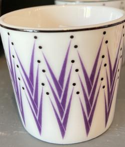 coquetier en porcelaine mauve